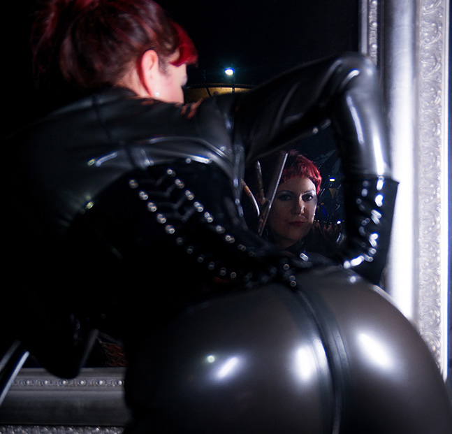 latex dominatrix, prodomme, penthouse magazine, australlian penthouse, black label penthouse, fetish issue,